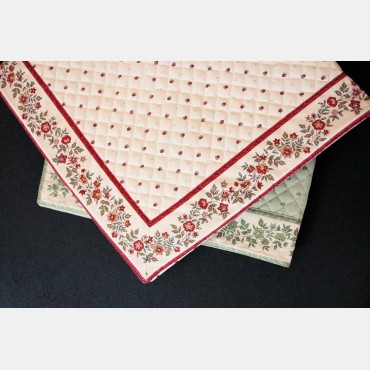 Quilted rug 77.5 x 77.5 cm.